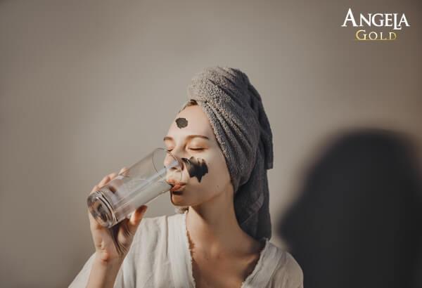 bổ sung nước cải thiện tình trạng nếp nhăn vùng trán