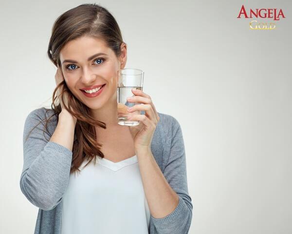 uống nhiều nước phục hồi tổn thương trên da