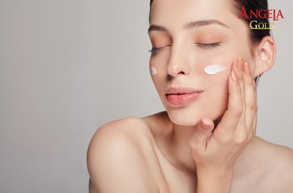 sử dụng kem dưỡng ẩm cho da khô