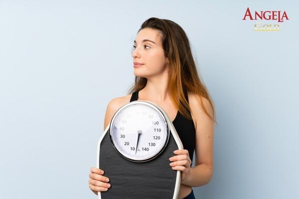 không có kinh thay đổi cân nặng
