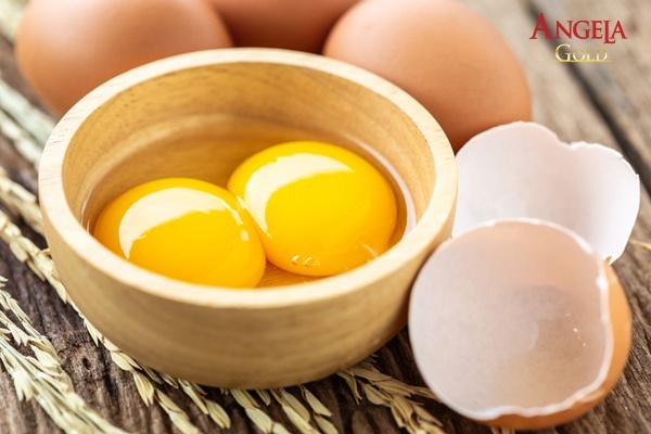 trứng gà giúp da không bị khô