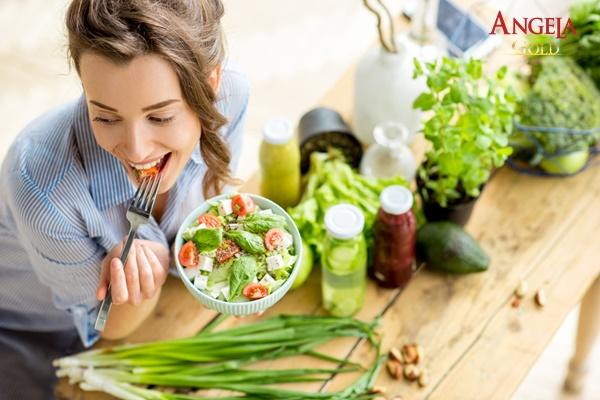 cải thiện sức khỏe phụ nữ tuổi 30 bằng chế độ ăn uống lành mạnh